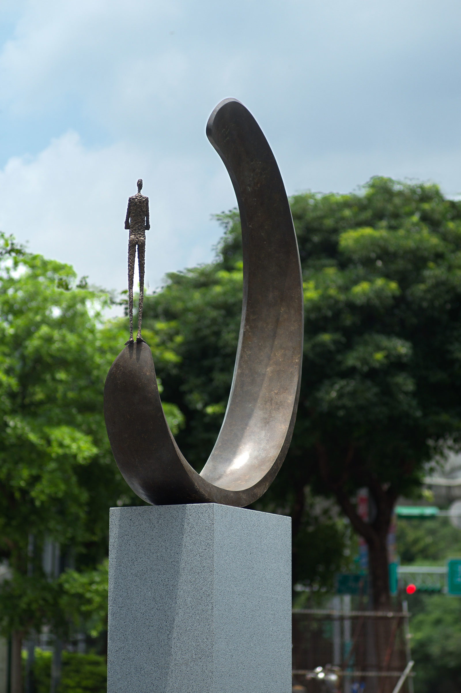 Inle balance III by French sculptor Val - Valérie Goutard - with Sculptureval at New Square in Taipei in Taiwan
