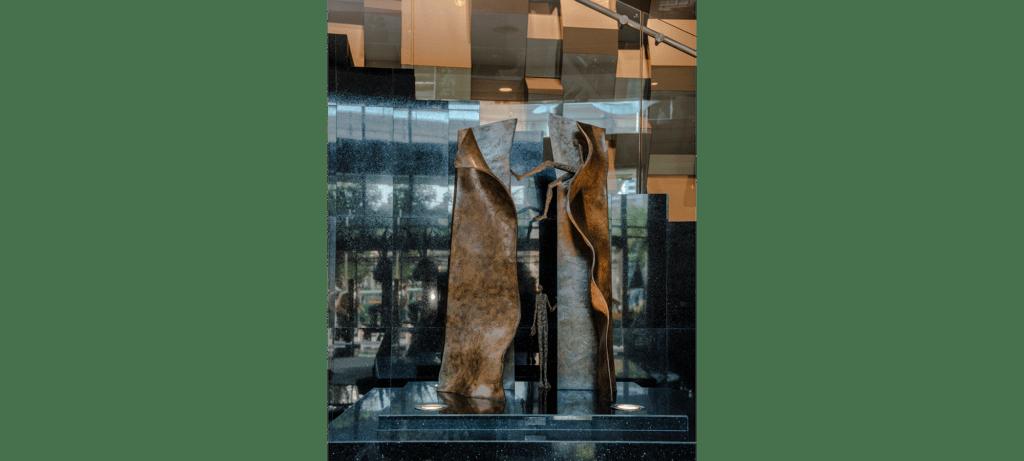 Hide & seek II de la sculpteure française Val – Valérie Goutard – avec Sculptureval à Sofitel Sukhumvit Bangkok – Thaïlande