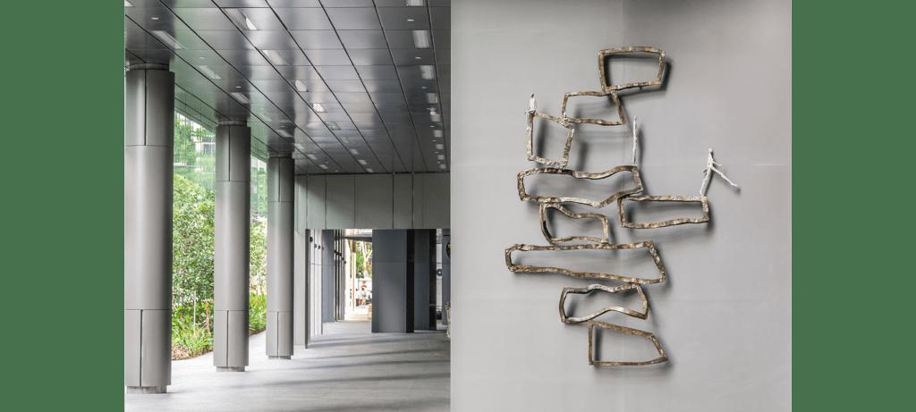 Inéquilibre de la sculpteure française Val – Valérie Goutard – avec Sculptureval à SkySuite Tower de Anson à Singapore