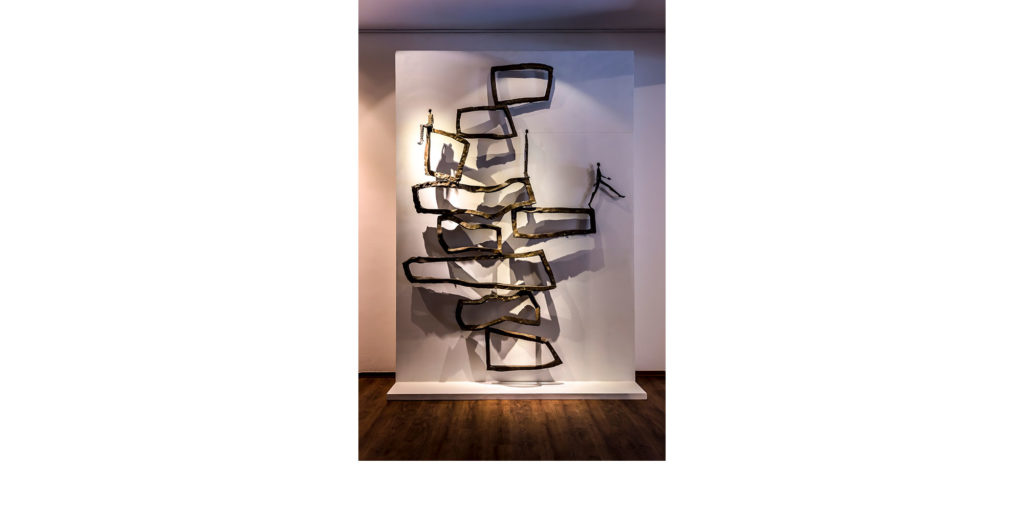 Inéquilibre by French sculptor Val - Valérie Goutard - with Sculptureval at the REDSEA Gallery in Singapore