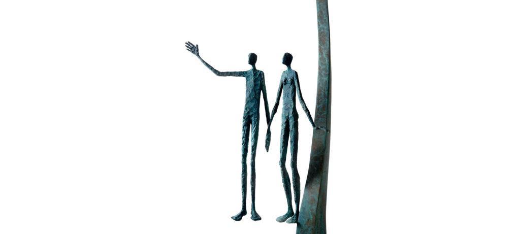 Les mariés III de la sculpteure française Val – Valérie Goutard – avec Sculptureval