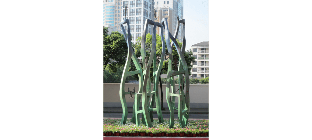 Urban life by French sculptor Val - Valérie Goutard - with Sculptureval at the Jing'An Sculptures Park Project in Shanghai – China