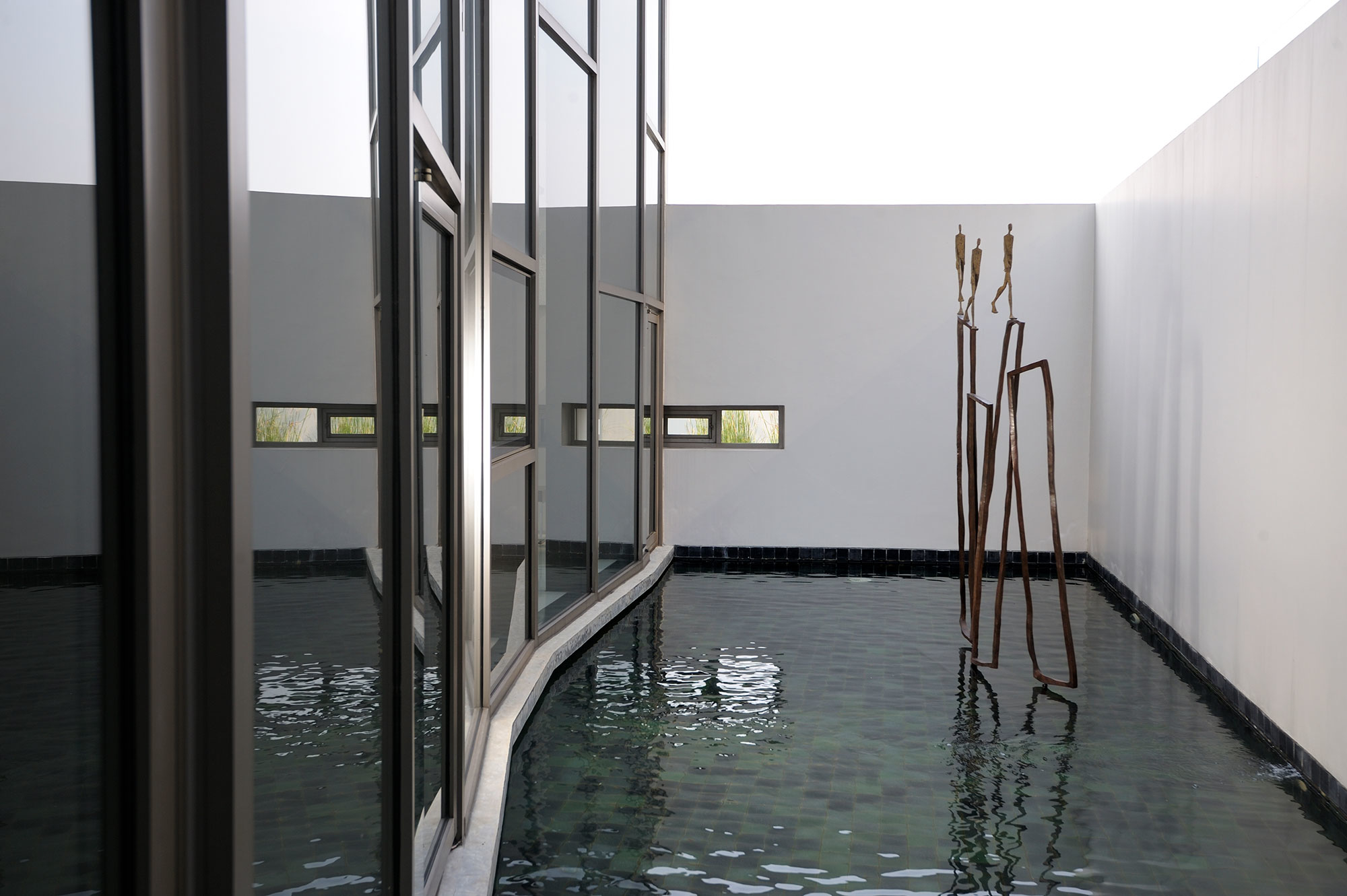 The parade II (L158xH251xD36 cm) – bronze 2010 Residence in Bangkok – Thailand