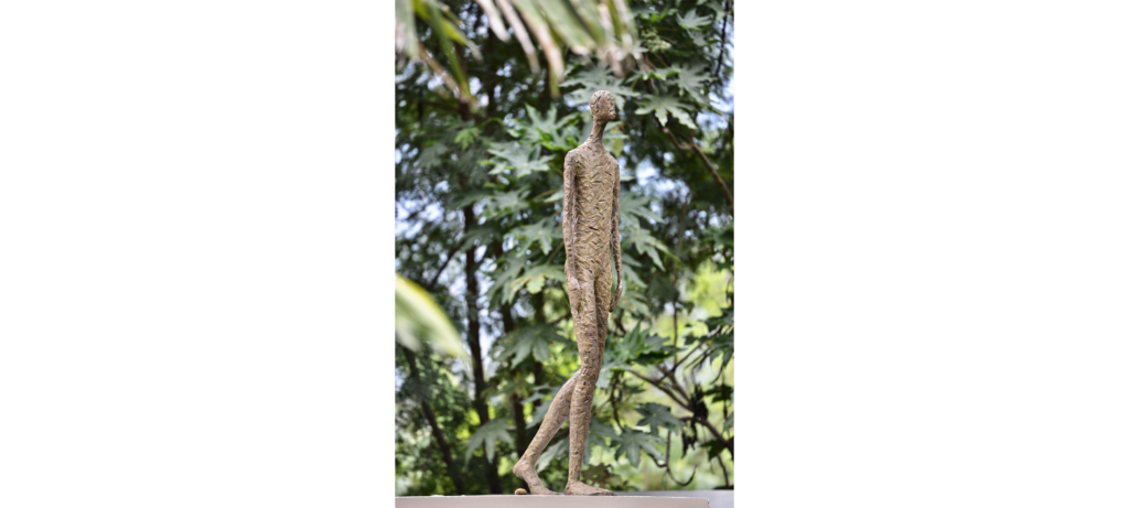 Walking big by French sculptor Val - Valérie Goutard - with Sculptureval