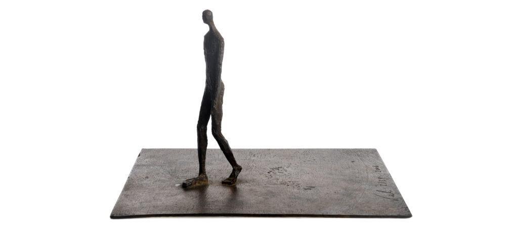 Walking on plate de la sculpteure française Val – Valérie Goutard – avec Sculptureval