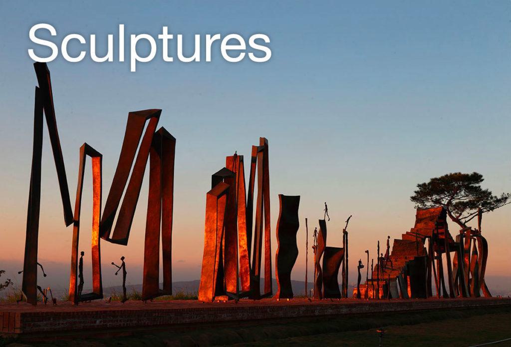 Sculpture monumentale en bronze « Du chaos à la sagesse » de la sculpteure française Val – Valérie Goutard – avec Sculptureval